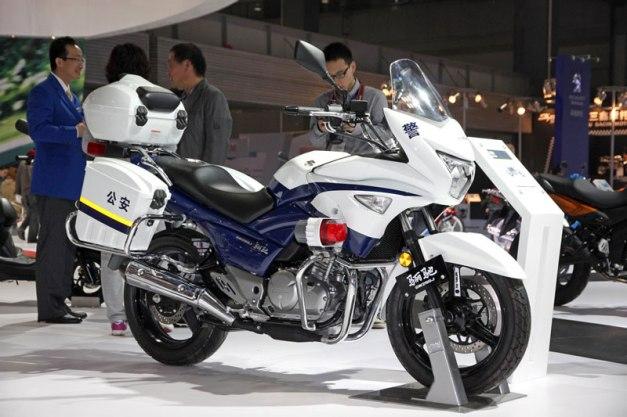 suzuki-inazuma-china-police